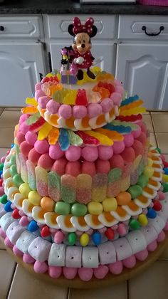 Torta Candy, Candy Cakes, Birthday Cake Alternatives, Candy Themed Party, Candy Birthday Cakes, Marshmallow Cake, Candy Gift Baskets, Strawberry Shortcake Party, Candy Bouquet