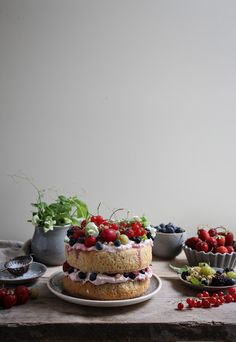 ... spelt flour summer berry cake (refined sugar free) ...