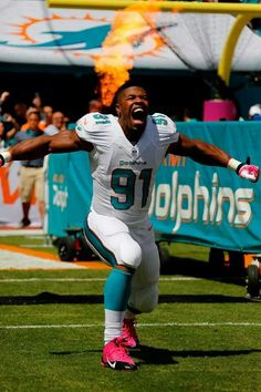 Cameron Wake onto the field Sport Football, Football Players, Miami Dolphins Players, Football Pictures, Tennessee Titans, South Florida, Gym Motivation, Role Models, Sports