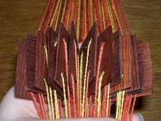 Step by step tablet weaving. Inkle Weaving, Inkle Loom, Card Weaving, Tablet Weaving, Weaving Patterns, Quilt Block Patterns, Art Du Fil, Tear, Textiles