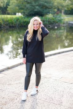 Top US fashion and lifestyle blogger Fancy Ashley is sharing her best tips on how to style faux leather leggings for Fall.  This is a terrific look for casual Fall fashion.
