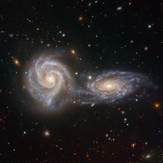 Arp 271 is a pair of similarly sized interacting spiral galaxies, NGC 5426 and N. by Cosmic Enigma Hubble Pictures, Hubble Images, Hubble Space Telescope, Space And Astronomy, Nocturne, Cosmos, Galaxy Photos, Galaxy Planets, Spiral Galaxy