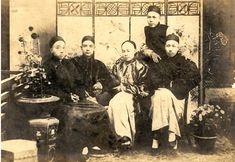 Photograph of Sun Yat-sen (seated, second from left) and his revolutionary friends, the Four Bandits, including Yeung Hok-ling (left), Chan Siu-bak (seated, second from right), Yau Lit (right), and Guan Jingliang (關景良) (standing) at the Hong Kong College of Medicine for Chinese.