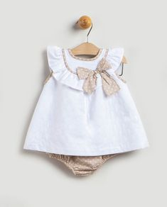 The most delightful looking for child girl clothes, look up all of the specifics like p j's, human body fits, bibs, and a lot more. Baby Girl Frocks, Frocks For Girls, Kids Frocks, Little Girl Dresses, Baby Dress Design, Baby Girl Dress Patterns, Toddler Dress, Toddler Outfits, Kids Outfits
