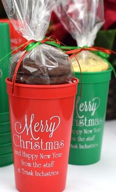 Custom printed Christmas party souvenir cups for favors and drinks. Christmas Party Decorations, Christmas Ideas, Daisy Hill, Birthday Cake Decorating, Personalized Cups, Gift Packaging, School Projects, Holiday Parties, Holiday Recipes