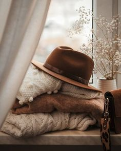 the art of slow living Brown Aesthetic, Autumn Aesthetic, Cozy Fashion, Winter Fashion, Beige Outfit, Autumn Cozy, Slow Living, Casual Winter Outfits, Photo Instagram
