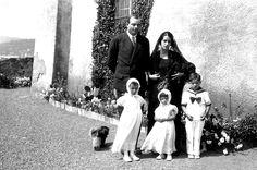 Antoine de Saint Exupéry and Consuelo Suncin's wedding on the terrace of Château d'Agay, may 1932.