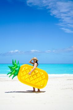 Sunnylife Inflatable Pineapple Pool Floatie