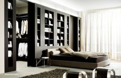 Tip na moderní dělící stěnu do ložnice. / Modern dividing wall to the bedroom. #bed #bedroom #bookcase #cloackroom #postel #loznice #knihovna #satna