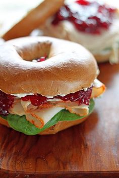 Cranberry and Turkey Pumpkin Spice Bagel Sandwiches (Oh my I got to try this… (Sandwich Recipes Subway) Gourmet Sandwiches, Bagel Sandwich, Turkey Sandwiches, Sandwich Recipes, Homemade Sandwich, Homemade Breads, Gourmet Recipes, Cooking Recipes, Healthy Recipes