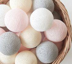 Cordão luminoso bolas tons pastéis da Veio na Mala. R$119,90