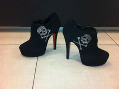 diamond skull heels need to do this to my booties Stilettos, High Heels, Black Heels, Cute Shoes, Me Too Shoes, Shoes Heels Boots, Heeled Boots, Skull Heels, Uggs