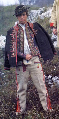 FolkCostume&Embroidery: Costume of the Komanche region, Lemkovyna, Ukraine