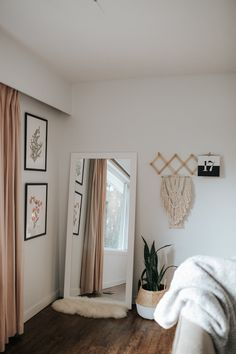 """"""""""" 8 Styling Tips for How to Make a Small Space Look Bigger """""""" Creating More Space in a Small Living Area Room Design Bedroom, Room Ideas Bedroom, Small Room Bedroom, Home Decor Bedroom, Small Rooms, Mirror In Bedroom, Bedroom Door Decorations, Aesthetic Room Decor, Cozy Room"""