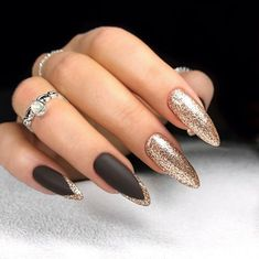 Want some ideas for wedding nail polish designs? This article is a collection of our favorite nail polish designs for your special day. New Years Nail Designs, New Years Nail Art, Nails For New Years, Nails Now, New Year's Nails, Nail Polish Designs, Nail Art Designs, Nails Design, Wedding Nail Polish