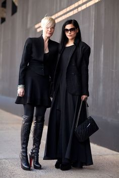 Two more visions in black: Kate Lanphear and Leigh Lezark are the epitome of cool. Mr. Newton  - HarpersBAZAAR.com