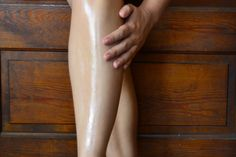 How to Shave Your Legs Using Baby Oil - Tipps zur Babypflege Baby Oil Shaving, Shaving Tips, Shaving Products, Skin Care Regimen, Skin Care Tips, Skin Tips, Baby Oil Uses, Vaseline Beauty Tips, Beauty Tips In Hindi