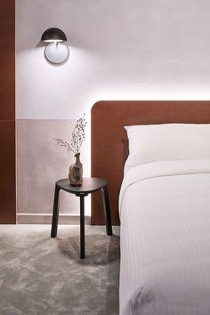15 Ideas For Bedroom Hotel Decor Luxury Interior Bedroom Decor Lights, Blue Bedroom Decor, Bedroom Lighting, Bedroom Ideas, Cozy Bedroom, Room Lights, Modern Bedroom, Bed Lights, Trendy Bedroom