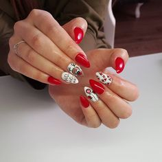 21 nail art designs that will turn you into a Christmas AF feeling - Diy Nail Designs Christmas Gel Nails, Christmas Nail Art Designs, Holiday Nails, Diy Nail Designs, Acrylic Nail Designs, Nagel Gel, Stylish Nails, Red Nails, Cute Nails