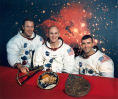 45 Years Later: Apollo 13 Life Lessons - The original crew of the Apollo 13 mission, with Jim Lovell (left), Ken Mattingly (center) and Fred Haise (right) in their astronaut suits. Apollo 13 Astronauts, Nasa Astronauts, Apollo Space Program, Universe Today, Apollo Missions, Vintage Space, Hubble Space Telescope, Renaissance, Stars