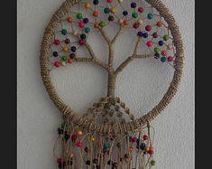 47 trendy tree of life dream catcher diy ideas Doily Dream Catchers, Dream Catcher Craft, Macrame Projects, Crochet Projects, Dreamcatcher Crochet, Dream Catcher Tutorial, Art Perle, Crochet Tree, Diy And Crafts
