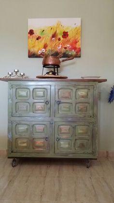 Aparadores y comodas vintage on pinterest armoires for Mueble castellano restaurado