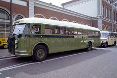 Bochum-Dahlhausen, 30 april 2004. De Schi-Stra-Bus is een experiment uit de jaren vijftig. Het idee was goed: waar de rails ophield, kon de bus over de weg verder. Vw Modelle, Busa, Bus Station, Porsche, Old Cars, Transportation, Coaching, Automobile, Trucks