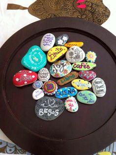 Mi blog es lo last - Piedras pintadas a mano. Piedras optimistas