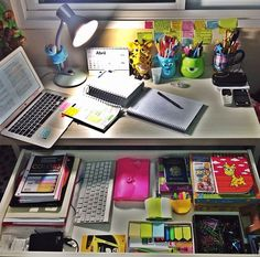 study motivation This makes me want to pull out my books, arrange my desk in the similar way and study away!