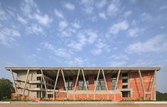 Institute of Engineering and Technology - Ahmedabad University / vir.mueller architects | ArchDaily From the architect. The architectural design for the Institute of Engineering and Technology at Ahmedabad University exemplifies the typology of an academic quadrangle - a central courtyard garden flanked by student and faculty rooms. via Pocket IFTTT  Pocket  November 16 2015 at 07:19AM