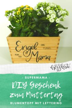 DIY gift idea for Mother's Day - flower vase with hand lettering, Diy Mothers Day Gifts, Mother Day Gifts, Unique Gifts, Great Gifts, Flower Vases, Flowers, Mother's Day Diy, Diy Pins, Diy Cards