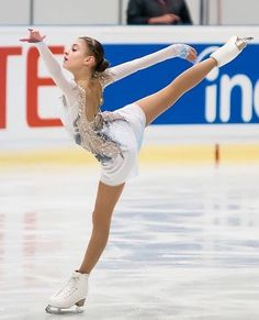 Figure Skating Outfits, Figure Skating Costumes, Figure Skating Dresses, Russian Figure Skater, Gym Leotards, Ice Skaters, Skate Wear, Women Figure, Skater Girls