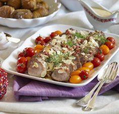 Att bjuda på fläskfilé är ett säkert kort. Här med gräddig senapssås och hasselbackspotatis.