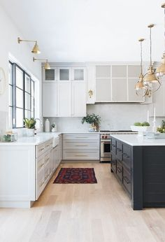 Light grey kitchen with black island and bleached hardwood floors Grey kitchen kitchen Light grey kitchen with black island and bleached hardwood floors #Lightgreykitchen #greykitchen #blackisland #bleachedhardwoodfloors #hardwoodfloors
