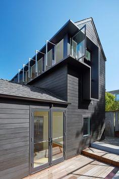 Spiegel Aihara Workshop has extended a 1930s San Francisco hillside residence.
