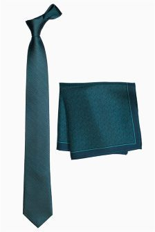 Add a pop of colour to your look with men's green ties. Shop patterned & slim styles for effortless elegance. Slim Tie, Green Tie, Tie And Pocket Square, Green Pattern, Uk Online, Color Pop, Teal, Silk, Stuff To Buy