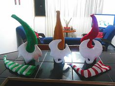 SANTAS ESTILIZADOS Snowman Ornaments, Coca Cola, Dinosaur Stuffed Animal, Toys, Christmas, Animals, Papa Noel, Baby Dolls, Ideas