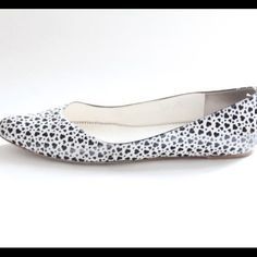 Marc Jacobs heart flats sz 10 Awesome condition and super comfy. Loved but has lots of life! Marc Jacobs Shoes Flats & Loafers