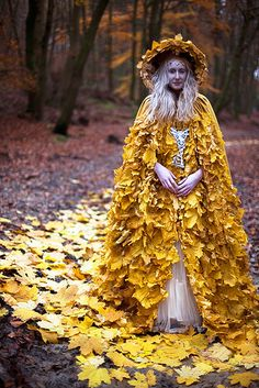 Behind the Scenes Photographs 2013 - 2014 Wonderland - Behind the Scenes Photos - Kirsty Mitchell PhotographyWonderland - Behind the Scenes Photos - Kirsty Mitchell Photography Autumn Look, Mode Baroque, Karneval Diy, Foto Fantasy, Costume Carnaval, Style Steampunk, Fantasy Costumes, Scene Photo, Mellow Yellow