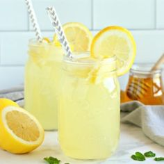 Healthy Lemonade {Refined Sugar Free} - The Busy Baker This Healthy Lemonade is a delicious all natural summer drink that's free of refined sugars and made with only 3 simple ingredients! Healthy Lemonade, Flavored Lemonade, Best Lemonade, Homemade Lemonade Recipes, Healthy Drinks, Lemon Recipes, Detox Drinks, Healthy Eating, Refreshing Drinks