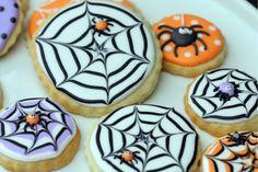 Cómo crear efecto de telaraña con icing en galletas para Halloween