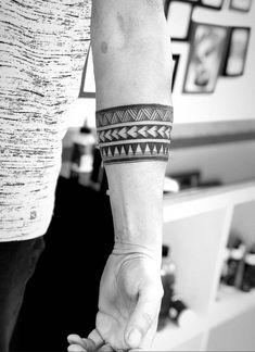 Arm band tattoo Perfect-Armband-Tattoo-Designs-for-Men-and-Women Tribal Band Tattoo, Wrist Band Tattoo, Forearm Band Tattoos, 13 Tattoos, Body Art Tattoos, Hand Tattoos, Tattoos For Guys, Sleeve Tattoos, Tribal Arm Tattoos
