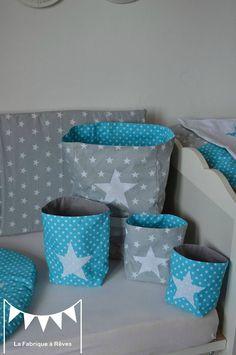 pochons rangement réversibles chambre bébé garçon turquoise gris blanc étoiles 2