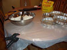 Voici un truc de cuisine pour tourner votre table en atelier de cuisine. #table #cuisine #atelier