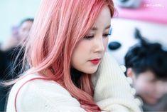 Park Chorong Apink❤190117 Panda Eyes, Chubby Cheeks, Girl Group, Rapper, Idol, Korean, Geek, Long Hair Styles, Female