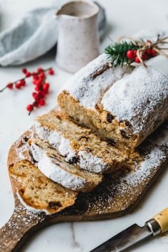 Vegan cheese curd with date marzipan- Veganer Quarkstollen mit Dattel-Marzipan Our delicious, vegan curd tuna with date marzipan … - Delicious Cake Recipes, Best Vegan Recipes, Yummy Cakes, Yummy Food, Quark Recipes, Easy Party Food, Vegan Christmas, Christmas Ideas, Vegan Treats