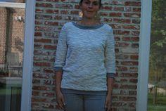 Een snel projectje voor mezelf: een Aster trui van La Maison Victor. Ik gebruikte een grijs breisel met glitterdraad doorheen geweven en gri...