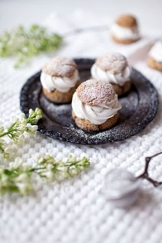 These heavenly delicious vegan shrove buns (semlas) are filled with almond paste and coconut whipped cream - and they are be made totally without gluten, dairy, yeast and refined sugar! Best Gluten Free Recipes, Gluten Free Desserts, Healthy Desserts, Vegan Gluten Free, Homemade Desserts, Dairy Free, Vegan Sweets, Sweets Recipes, Eclairs