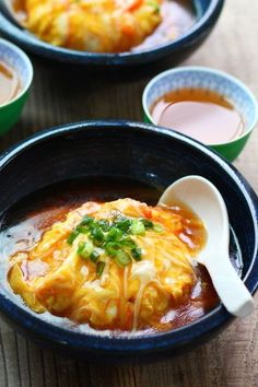 Japanese omelette with crab over rice 天津飯 Japanese Dishes, Japanese Food, Japanese Omelet, Asian Recipes, Healthy Recipes, Ethnic Recipes, Food Gallery, How To Cook Rice, No Cook Meals