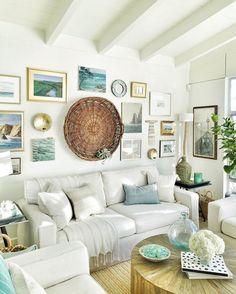 Coastal living with a rustic feel and unique wallart #coastallivingroomsdecor